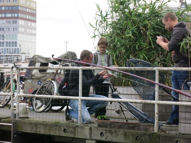 street fishing Amsterdam 020